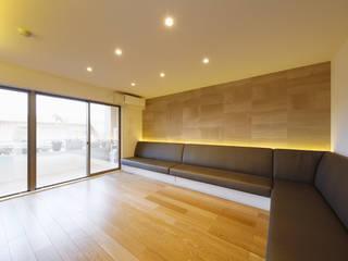 リノベーション~L型造作ソファのリビングとロフトベットの子供部屋~: Lods一級建築士事務所が手掛けたリビングです。,モダン