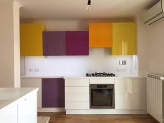 Falegnameria su misura KitchenCabinets & shelves Kayu Yellow