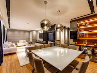 Modern dining room by Saia Arquitetura Modern