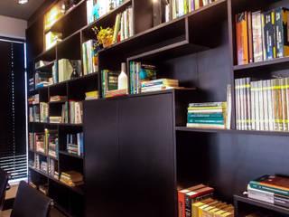 Estudios y despachos de estilo moderno de studiok arquitetura Moderno