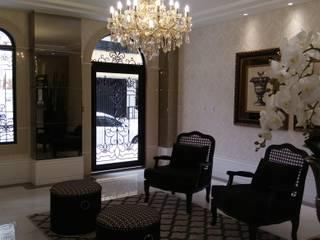 HALL DE ENTRADA Corredores, halls e escadas clássicos por JC ARQUITETURA E INTERIORES Clássico