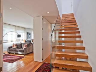 Zonas Comuns e Escadas de Acesso em Lisboa: Escadas  por LAVRADIO DESIGN,Moderno