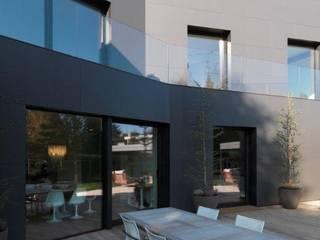 Garten - Terrasse - Glasgeländer und Verkleidung vom Haus mit HPL Platten Moderne Häuser von Ecologic City Garden - Paul Marie Creation Modern