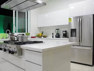 Minimalist kitchen by TRES52 S.A.S Minimalist