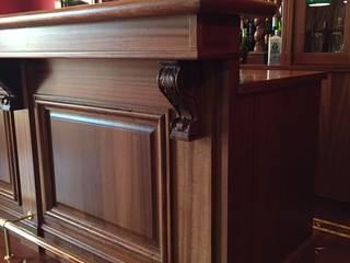 Salas de estilo clásico de Falegnameria su misura Clásico Madera Acabado en madera
