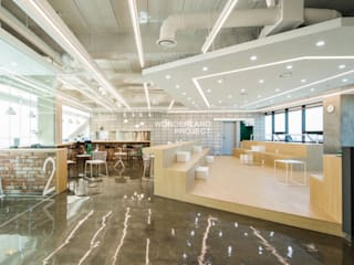 Edificios de oficinas de estilo moderno de 지오아키텍처 Moderno