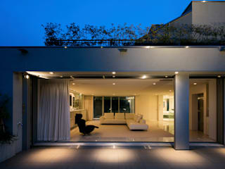 高輪台の家: Jun Watanabe & Associatesが手掛けたベランダです。