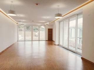 PE. Projectos de Engenharia, LDa Hotel in stile minimalista Bianco