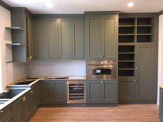 Falegnameria su misura KitchenCabinets & shelves Kayu Green