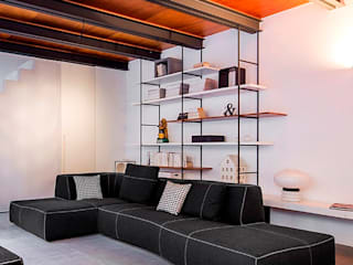 Casa Okume': Soggiorno in stile  di Paola Maré Interior Designer, Moderno