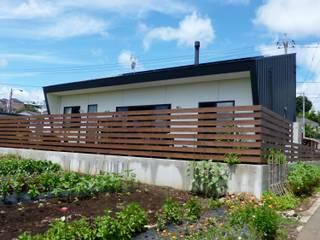 ときどき電車の見える家: 設計事務所アーキプレイスが手掛けた木造住宅です。