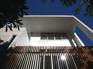 風が吹き抜ける家: 設計事務所アーキプレイスが手掛けた二世帯住宅です。