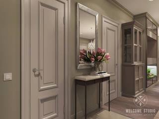 «Savanna's color». Трёхкомнатная квартира в Москве.: Коридор и прихожая в . Автор – Мастерская дизайна Welcome Studio, Классический