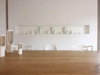 Salle de dégustation BRUGES Espaces de bureaux minimalistes par FABRIQUE D'ESPACE Minimaliste