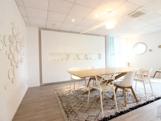 Salle de dégustation BRUGES par FABRIQUE D'ESPACE Moderne