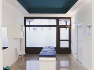 Studio fisioterapico e Tecniche Osteopatiche. : Cliniche in stile  di AMA_studio