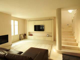 Villa privata pisogne Soggiorno moderno di AMA_studio Moderno