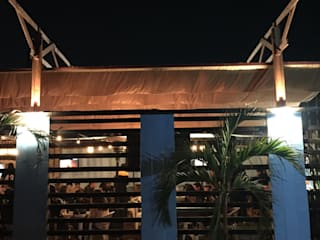 """Cubierta Cafe """"Sayulita""""- en proceso: Techos de estilo  por Van Herck-Arquitectos"""