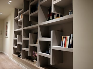 studionove architettura Corridor, hallway & stairsDrawers & shelves Plywood Grey
