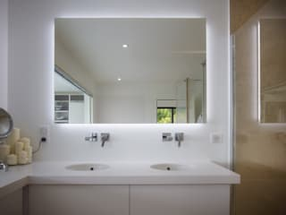 Rénovation d'une grange avec extension Salle de bain moderne par Optiréno Moderne
