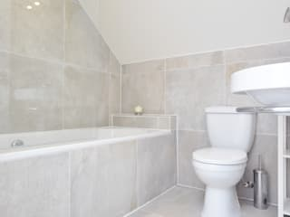 Fernlea Road. Classic style bathrooms by Zebra Property Group Classic