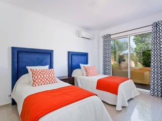 Villa in Monte da Quinta Quartos mediterrânicos por Gibson- Luxury Lifestyle Mediterrânico