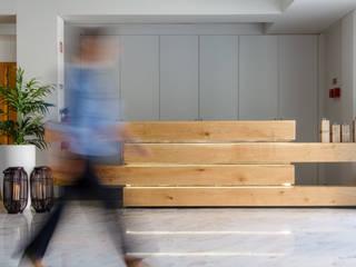 Residencia de estudantes Corredores, halls e escadas ecléticos por GF Designers de Interiores Eclético