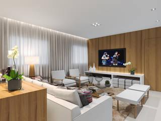 Marques: Salas de estar  por Aline Dinis Arquitetura de Interiores