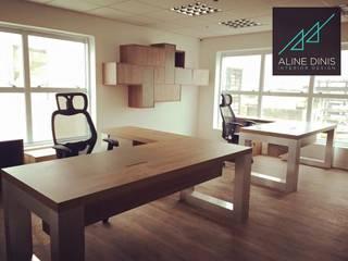 Aline Dinis Arquitetura de Interiores Studio moderno Legno Effetto legno