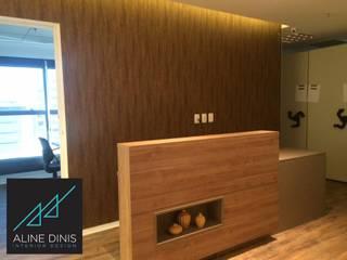 Aline Dinis Arquitetura de Interiores Studio moderno MDF Effetto legno