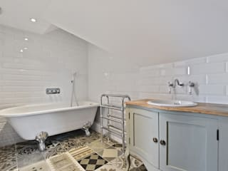 Case Study: Surrey BathroomsByDesign Retail Ltd Modern bathroom
