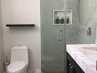 Baño: Baños de estilo  por tres muros