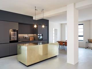 Küchenblock in Messing:   von STUDIOLIVIUS