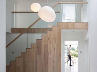 Quarry Road :  Corridor & hallway by Footprint Architects Ltd
