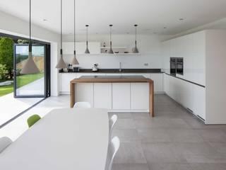 Quarry Road :  Kitchen by Footprint Architects Ltd