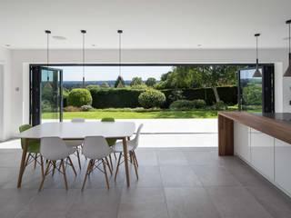 Quarry Road Modern dining room by Footprint Architects Ltd Modern