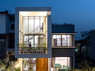 Sky Box House by Garg Architects Modern