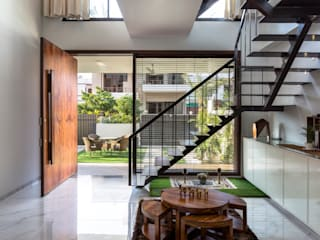 Sky Box House Modern living room by Garg Architects Modern Wood Wood effect