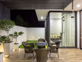 Sky Box House:  Garden Shed by Garg Architects