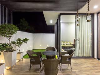 Sky Box House by Garg Architects Modern Wood Wood effect