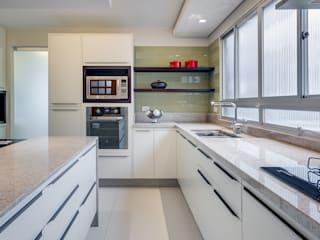 Kitchen by Angelica Pecego Arquitetura