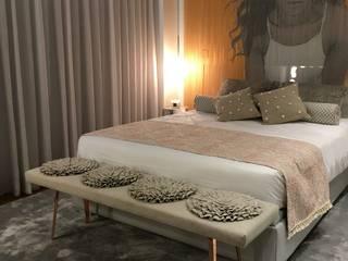 Traços Interiores BedroomBeds & headboards Aluminium/Zinc Amber/Gold