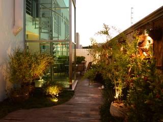 Residencia ZV: Condomínios  por Rodrigo Luco Arquitetura,Moderno