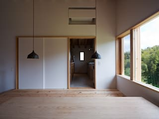 Sala da pranzo moderna di ヨシタケ ケンジ建築事務所 Moderno
