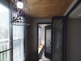 에이프릴디아 Modern balcony, veranda & terrace Grey