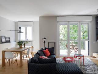 Appartamento alla fabbrica del Vapore Soggiorno minimalista di Euga Design Studio Minimalista