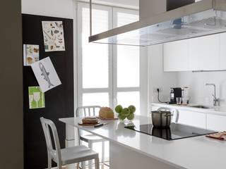 Cucina: Cucina in stile in stile Minimalista di Euga Design Studio