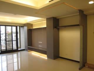 張小姐 現代風玄關、走廊與階梯 根據 Joy Full Interior Designer 佐輔室內裝修 現代風
