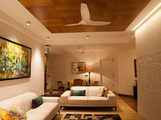 LATHA RESIDENCE-INTERIORS:  Living room by ALEX JACOB ARCHITECT