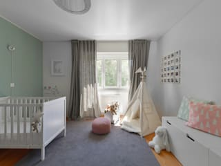 Baby room by Mónica Parreira Design Interiores, Scandinavian